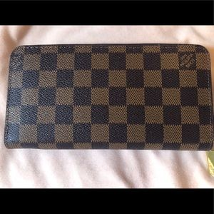Louis Vuitton Damier Zip Around Wallet AUTHENTIC